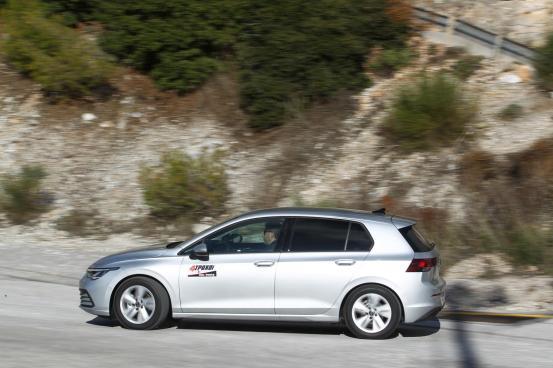 VW Golf 1.0 eTSI: Σχετικά με το μέγεθος …