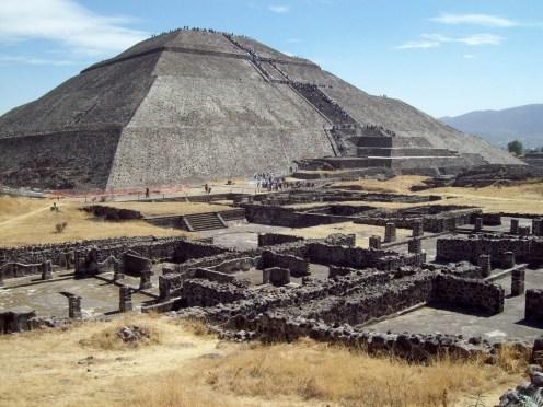Los estudios permiten formular diversas hipótesis sobre los sitios en los que se enterraba a los gobernantes en esa cultura, explicó Linda Manzanilla (Mauricio Marat. Conaculta/INAH).