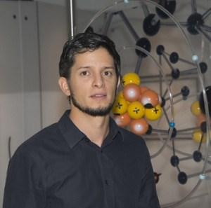 El doctor en ciencias ambientales Gian Carlo Delgado Ramos, del Centro de Investigaciones Interdisciplinarias en Ciencias y Humanidades (CEIIH) de la UNAM, obtuvo en el área de ciencias sociales el Premio de Investigación de la Academia Mexicana de Ciencias 2014 (Foto: Arturo Orta/DGDC).