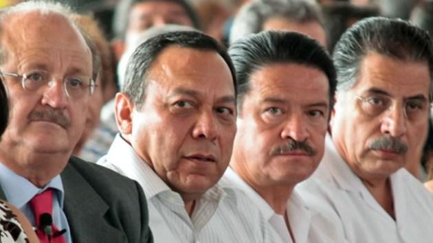 """Los """"Chuchos"""" perredistas y comparsa (Foto: sopitas.com)"""