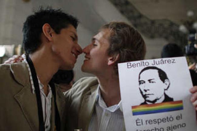 Salcido con homosexual