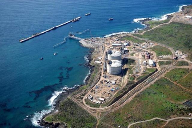 Panorámica de la planta regasificadora de Sempra Energy en Costa Azul (Foto: archivo).