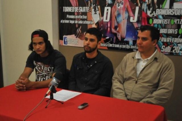 Heber Parra (al centro) en el anuncio de un evento del XXI Ayuntamiento de Ensenada (Foto: gobierno municipal).