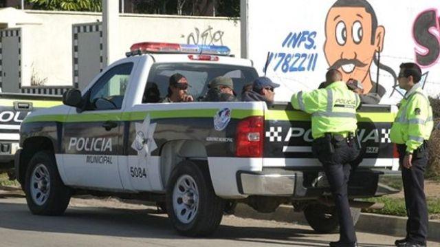 POLICIAS MUNICIPALES DETENIDOS PICKUP
