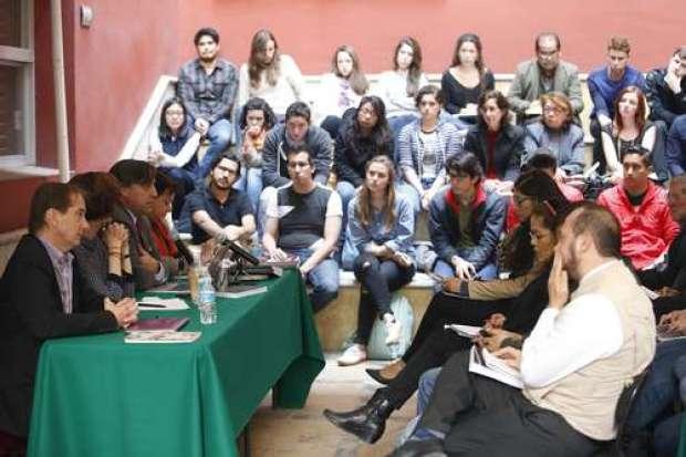 Integrantes del Grupo Interdisciplinario de Expertos Independientes en diálogo con periodistas y estudiantes mexicanos (La Jornada).