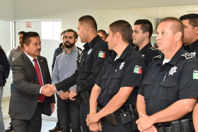 HIRATA CON POLICIAS