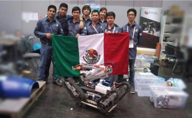 Ocho estudiantes de la Universidad Panamericana viajaron a Leipzig, Alemania, y conquistaron el primer lugar en la categoría de manipulación, así como el cuarto puesto en la clasificación general en la liga de robots de rescate de la edición 2016 de la RoboCup, certamen de robótica en el que participan alrededor de tres mil 500 jóvenes de 45 países (Foto: Internet).