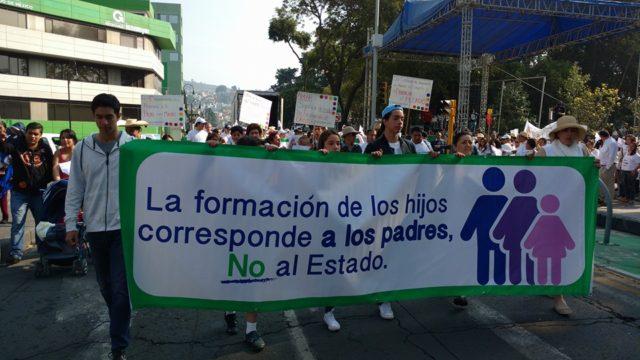 marcha-familia-toluca_2-educacion-hijos-padres