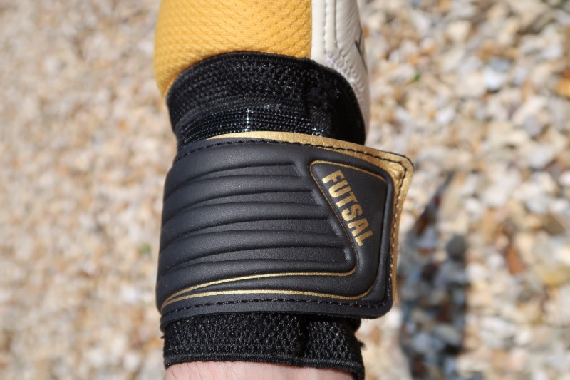 Ichnos Goalkeeper Glove Review Strap