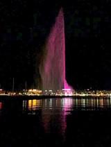 Jet d'eau fuchsia à Genève © DR