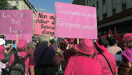 Manifestation du 14 juin 2011 du côté des Vieilles dames indignes © Françoise Bloch