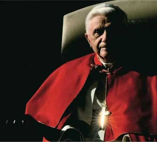 Agora papa emérito, Bento 16 continuará mandando