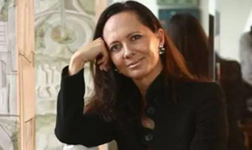 Psiquiatra Dorli Kamkhagi, 56 anos, outra adepta das madeixas longas