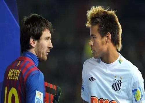 No futebol, a disputa é entre Messi e Neymar