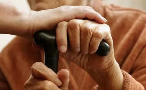 Muitos filhos não sabem como tratar os pais idosos