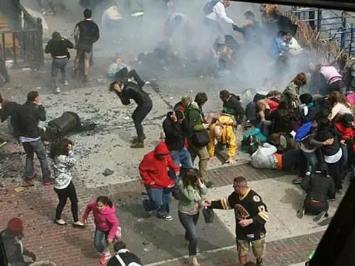 Duas pessoas morreram e mais de 100 ficaram feridas nas explosões em Boston