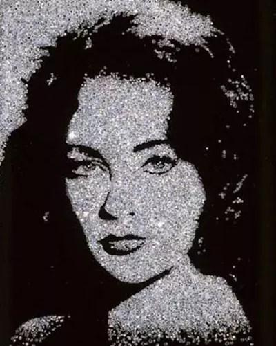 Elizabeth Taylor, feita com centenas de pequenos diamantes