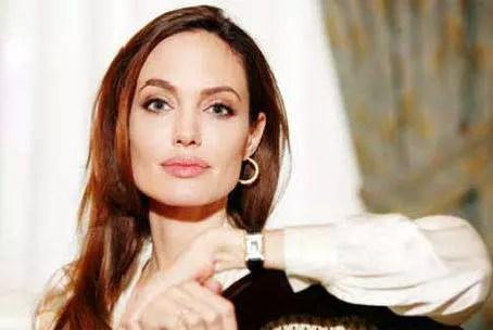 """A atriz,37 anos, """"ganhou a estatura de musa transcendental e universal"""""""