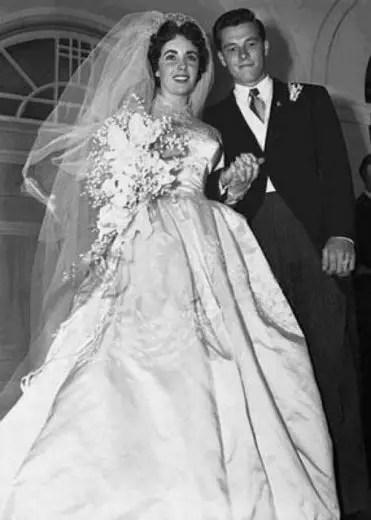 Com o primeiro marido Conrad Hilton Jr.