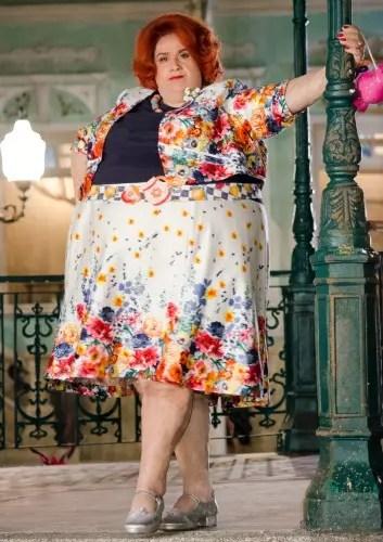A atriz, 60 anos em agosto, como Dona Redonda