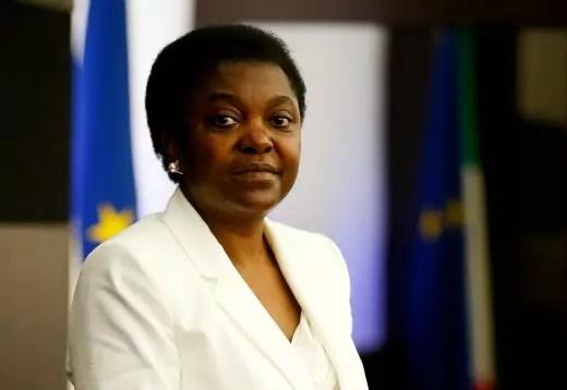 Primeira negra a integrar um governo italiano, Cecile é sistematicamente insultada