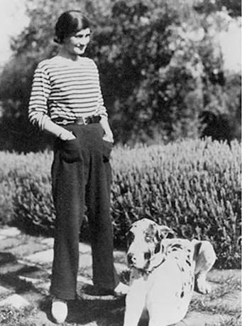 Foi Coco Chanel que desenhou a primeira calça comprida para mulher