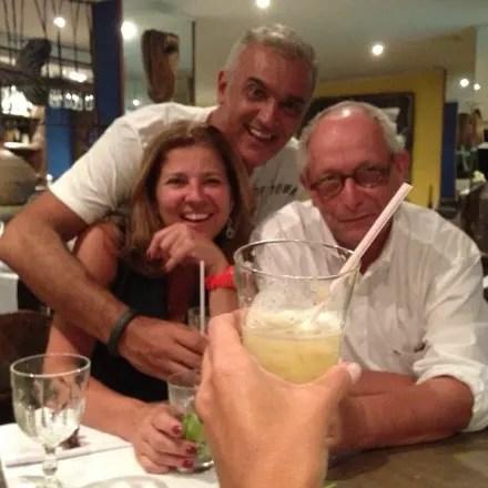 Em um restaurante do Rio, com Ingo Ostrovsky e um amigo