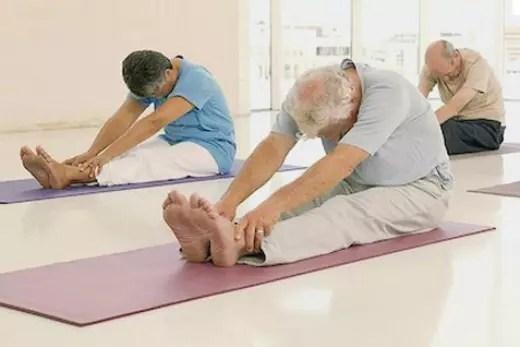 O alongamento ajuda a evitar dores no pescoço, nas costas e têm muitos outros benefícios