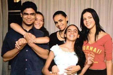 Com os quatro filhos dos dois casamentos, em foto feita em 2010