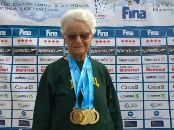 Com as medalhas de ouro que ganhou recentemente no Canadá: tratada burocraticamente