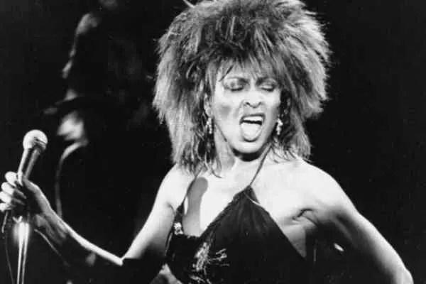 A cantora Tina Turner, 74 anos