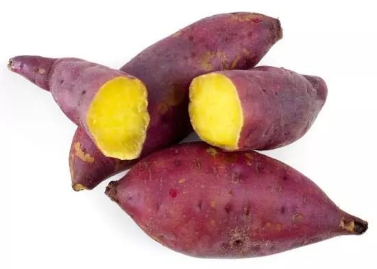 Rica em fibras e antioxidantes, a batata doce é conhecida pelo efeito anti-câncer