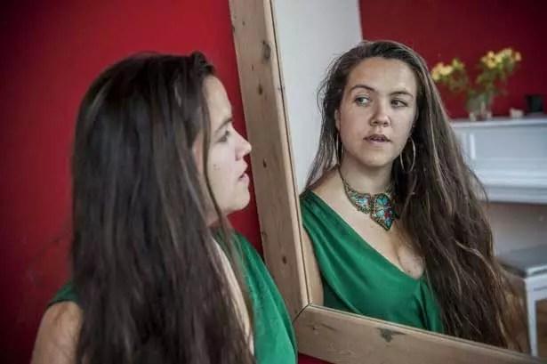 Sem namorado há seis anos, Grace Gelder resolveu casar consigo mesma