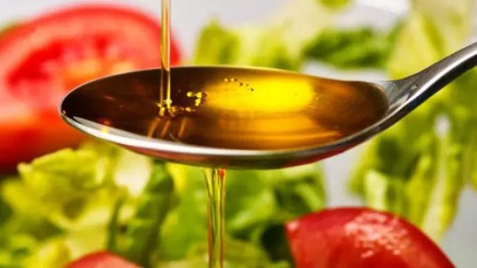 O azeite como principal fonte de gordura é um dos segredos da dieta mediterrânea(Thinkstock/VEJA)