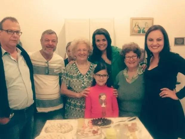 Judith comemora com a família seus 85 anos de vida