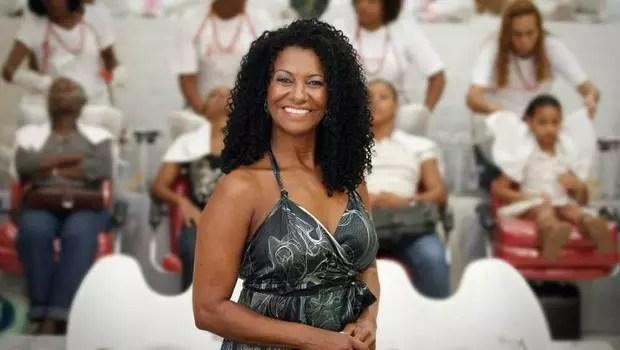A empresária Zica Alves, dona da rede Beleza Natural também posou com Naomi Campbell width=