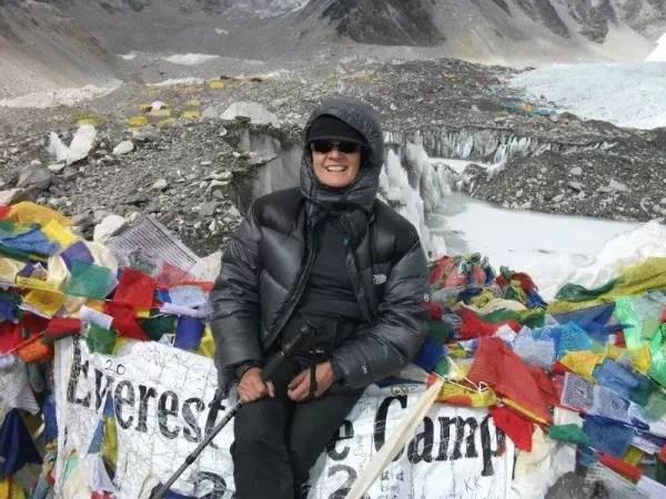 Mônica Dias, 59 anos: no topo do Everest, o monte mais alto do mundo