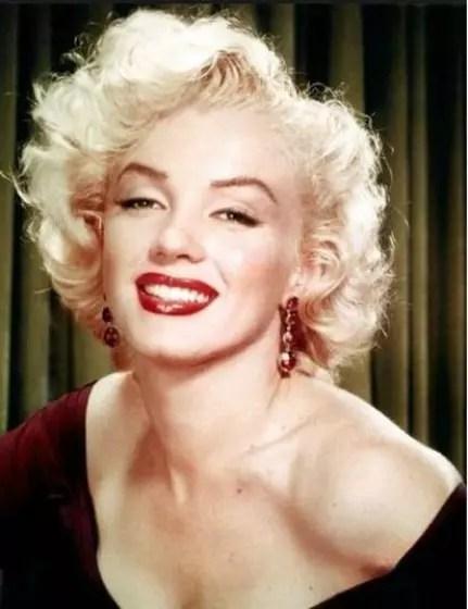 Marilyn Monroe foi outra celebridade que nunca dispensava um batom nos lábios carnudos