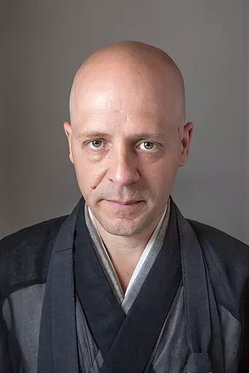 """""""Enquanto prática, o silêncio significa a não ação, retirar-se de sua própria mente e abster-se do mundo. É não pensando, que aprendo a pensar. Não falando, que aprendo a falar"""", Seigen Viana, mestre zen budista"""