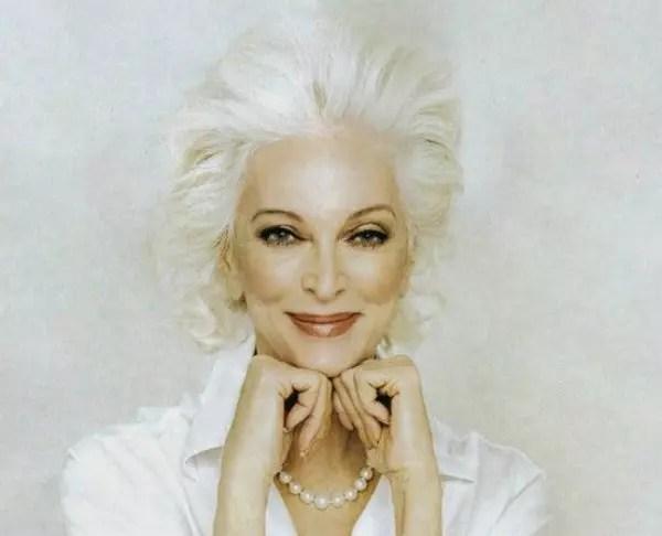 Amo os cabelos totalmente brancos dessa modelo americana