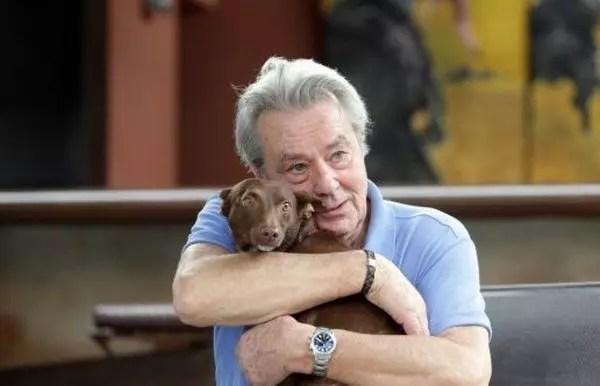 O ator francês, 81 anos, demonstra abertamente seu afeto pelos bichos