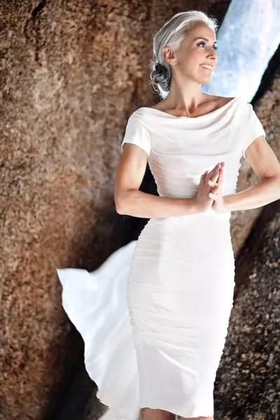 Posando com este lindo vestido branco