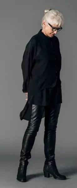 Outro traje inteiramente preto