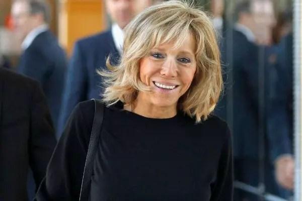 O fato de Brigitte Trogneux ter 24 anos a mais do que o marido contrinua sendo assunto na França e em países europeus