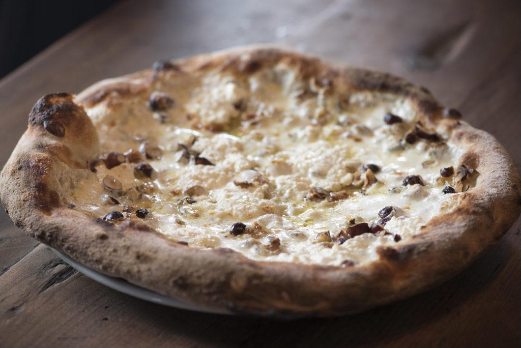 La pizza di Razza Pizza Artigianale