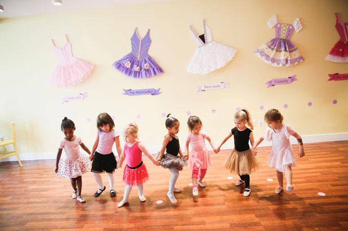 toddlers dancing