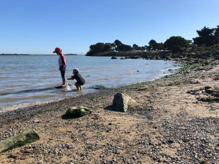 two kids at seashore berkeley marina