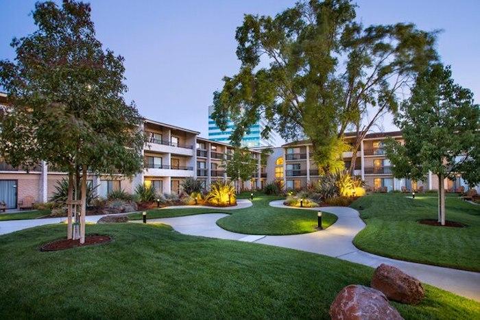 Photo: Santa Clara Marriott outdoor grounds