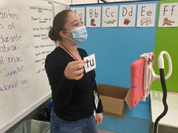 spanish teacher wearing a mask