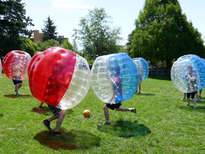 bubble soccer game play